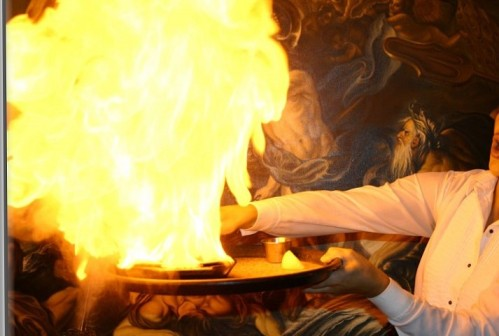 http://1000awesomethings.com/wp-content/uploads/2011/11/saganaki-at-greek-restaurant1.jpg